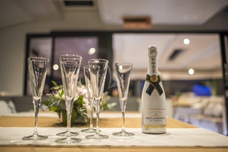 Luxury Yacht SEA ENERGY V - champagne