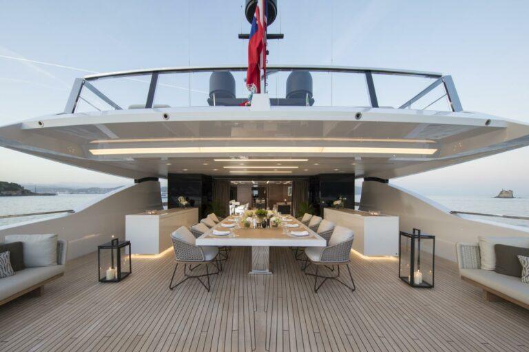 Outside Dining on Luxury Motoryacht San Lorenzo SEVEN SINS