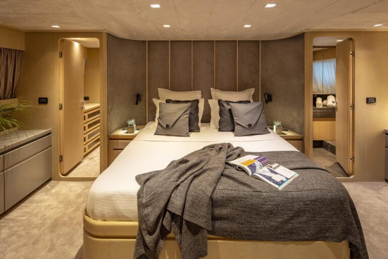 Luxury Motor Yacht SUMMER FUN master suite
