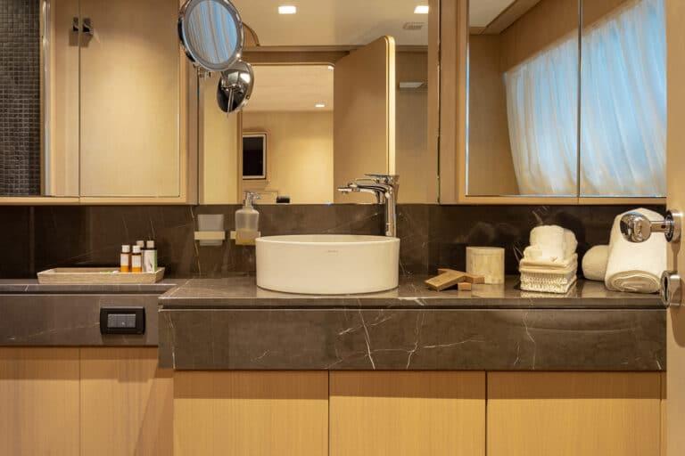 Luxury Motor Yacht SUMMER FUN master suite en suite bathroom