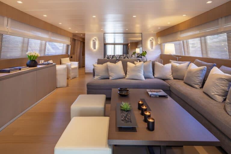 Luxury Motor Yacht SUMMER FUN saloon