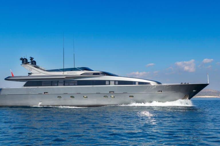 Luxury Motor Yacht SUMMER FUN Sailing