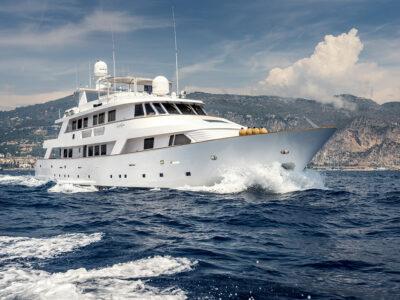 Luxury Motor Yacht SUPERFUN front