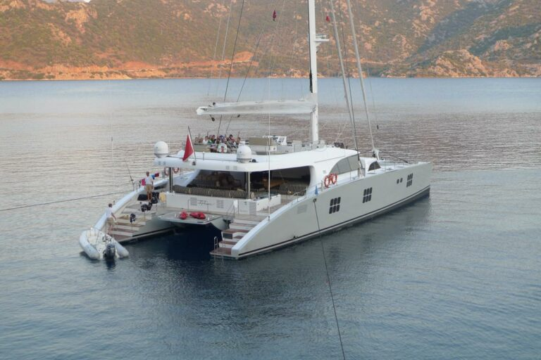 Sailing Catamaran IPHARRA Happy Clients