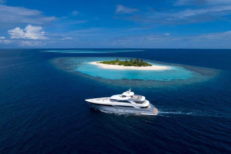 Luxury Motor Yacht SEAREX cruising