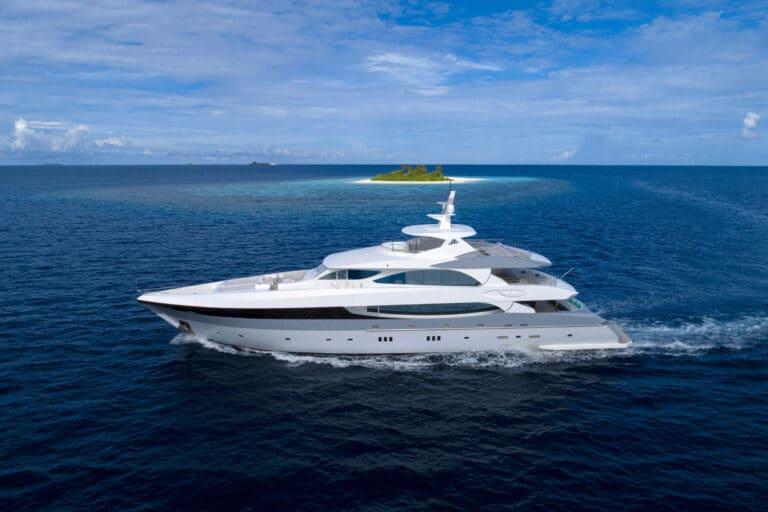 Luxury Motor Yacht SEAREX sailing