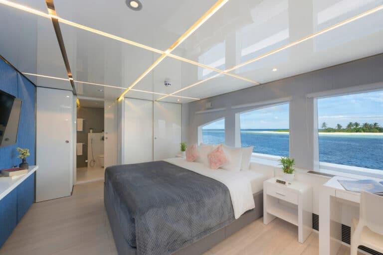 Luxury Motor Yacht SEAREX master Suite