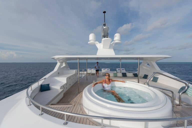 Luxury Motor Yacht SEAREX jacuzzi