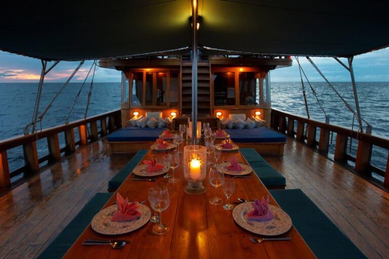 Luxury Phinisi Yacht TIGER BLUE al fresco dining