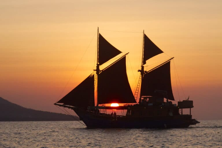 Luxury Phinisi Yacht TIGER BLUE sunset