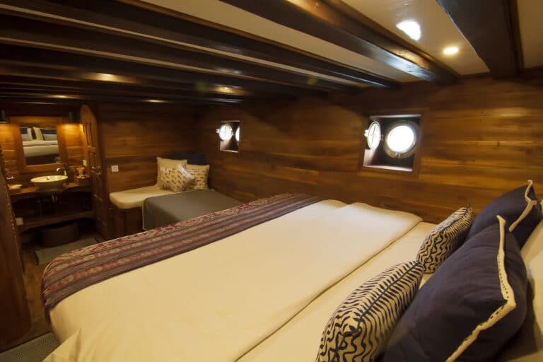 Luxury Phinisi Yacht TIGER BLUE master suite