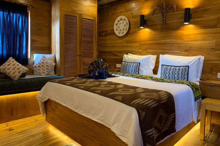 Luxury Phinisi Yacht TIGER BLUE Bedroom