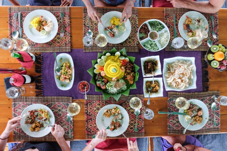 Luxury Phinisi Yacht TIGER BLUE Customers sharing food