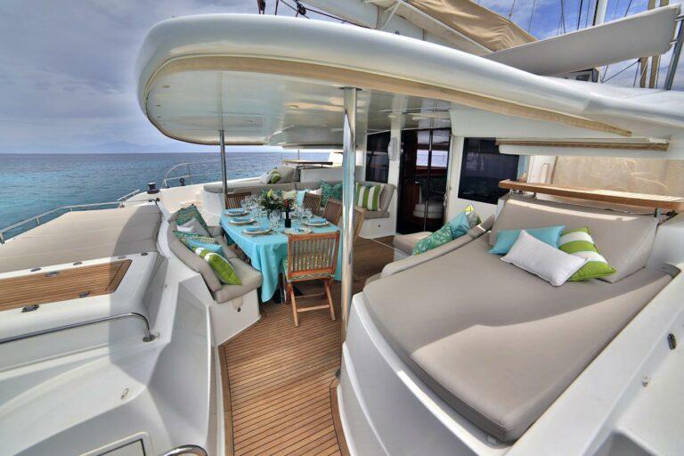 Lounge area catamaran WORLDS END in Greek waters charter