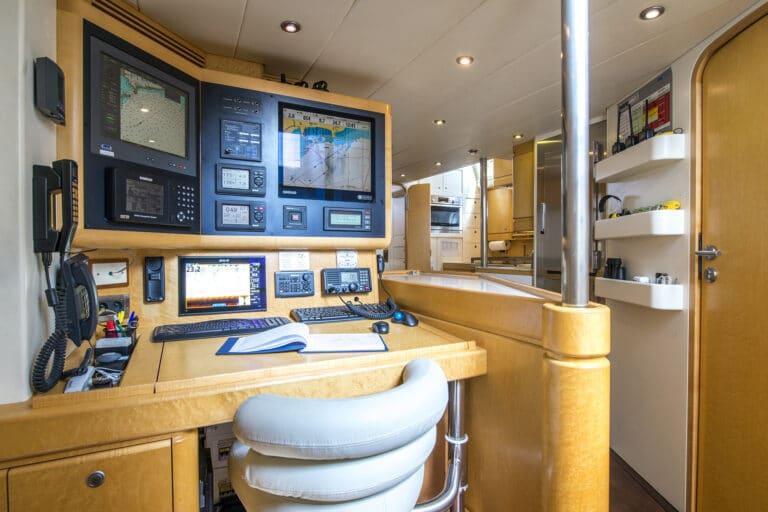 Sailing Yacht LADY 8 - Charts table