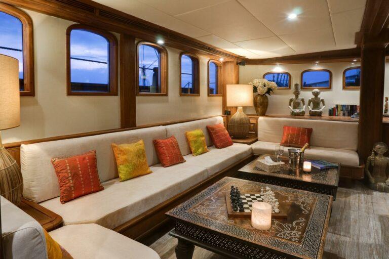 Lounge area MUTIARA LAUT charter condition