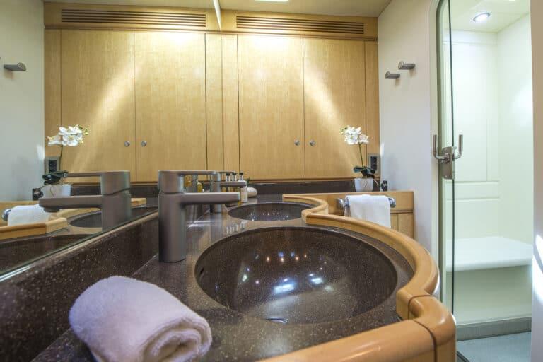 Luxury Yacht LADY 8 - Master bathroom