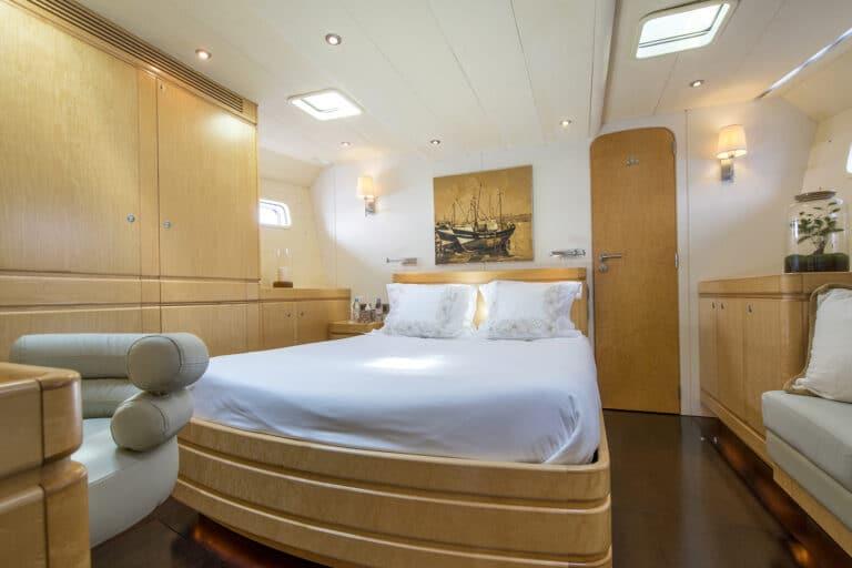 Luxury Yacht LADY 8 - Master Cabin
