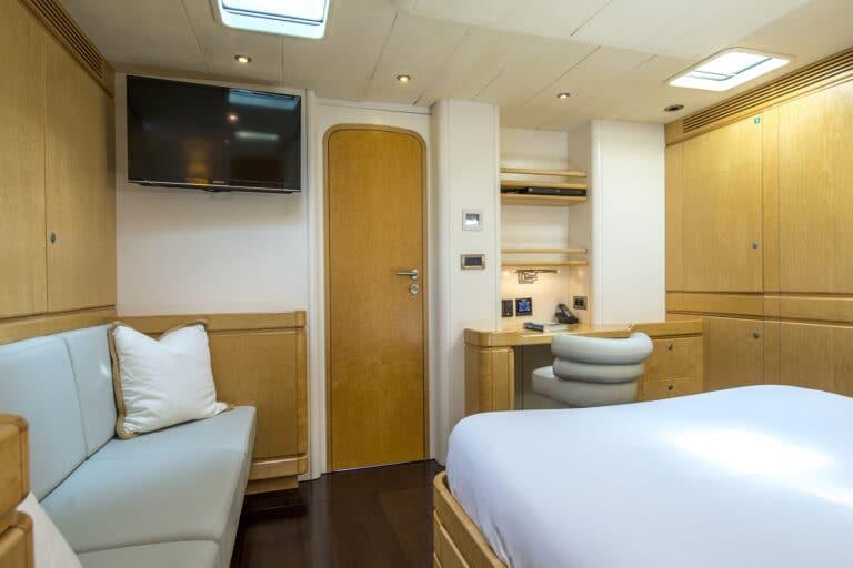Luxury Yacht LADY 8 - Master Cabin Sofa