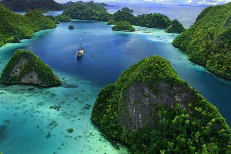 MUTIARA LAUT in Raja Ampat Indonesia charter and diving