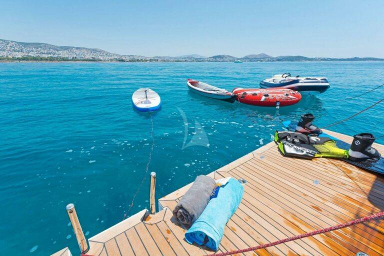 Luxury Sailing Yacht NADAMAS toys