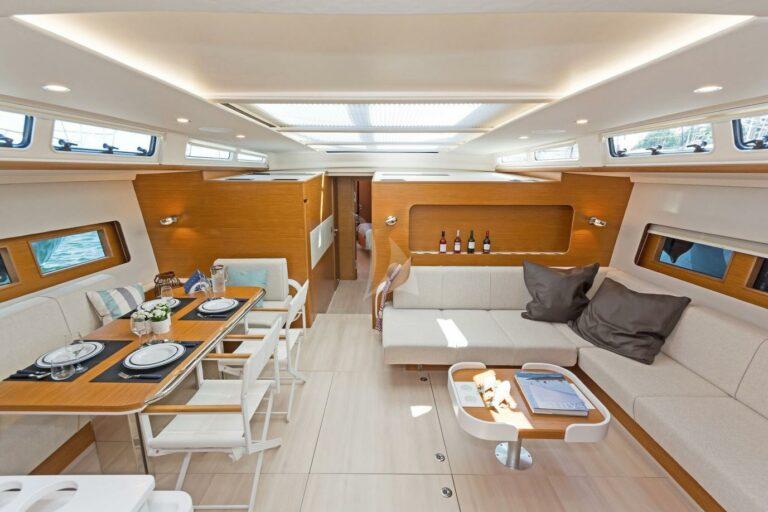 Luxury Sailing Yacht NADAMAS Saloon