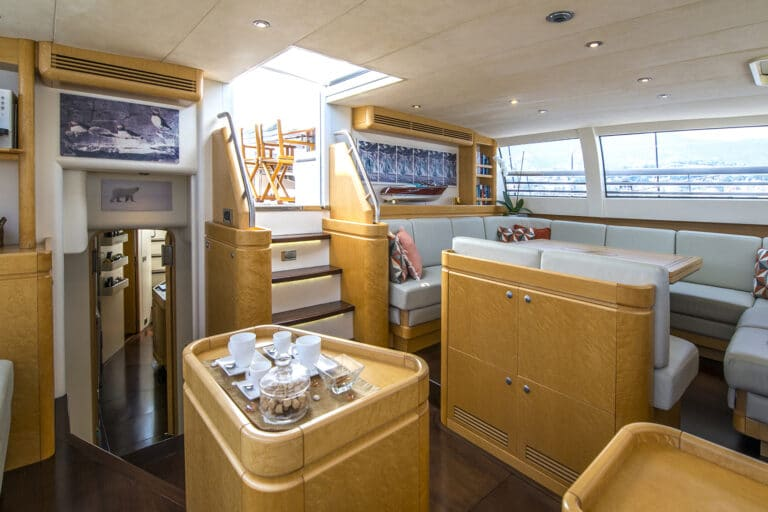 Luxury Yacht LADY 8 - Salon from starboard
