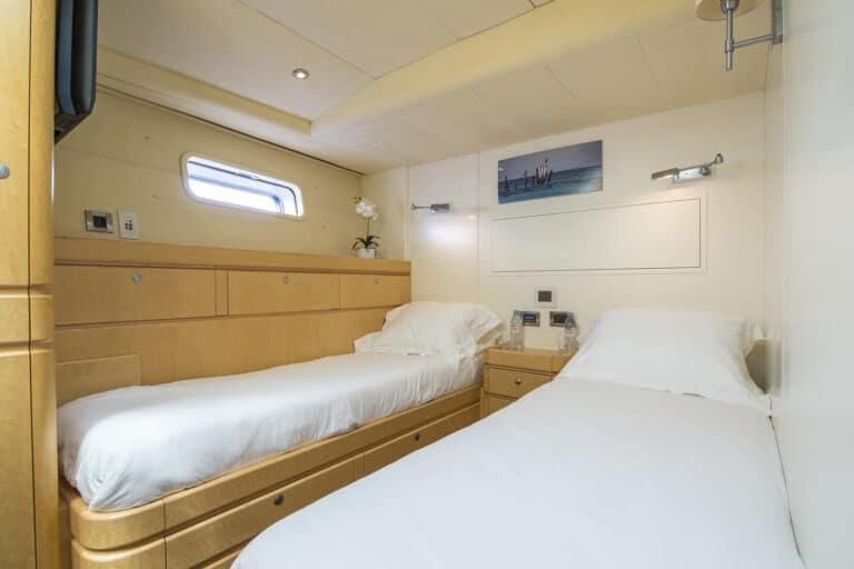 Luxury Yacht LADY 8 - Twin Cabin