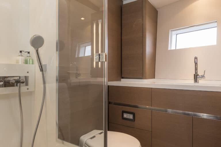 Luxury Yacht Allegro - En suite Bathroom