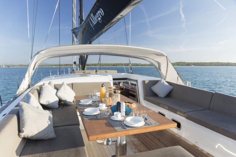 Luxury Yacht Allegro - Al Fresco Dining