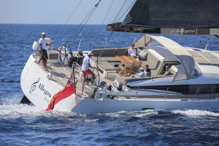 Luxury Yacht Allegro - Sailing