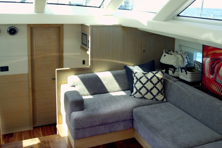Champagne Hippy Luxury Sailing Yacht - Saloon