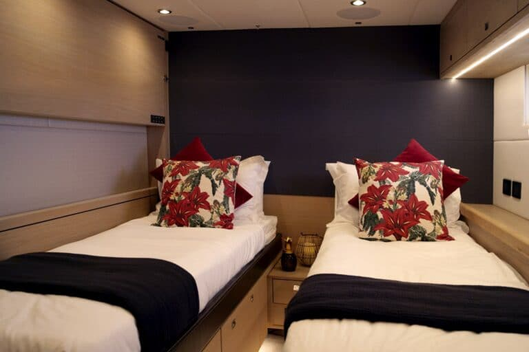 Champagne Hippy Luxury Sailing Yacht - Twin Cabin