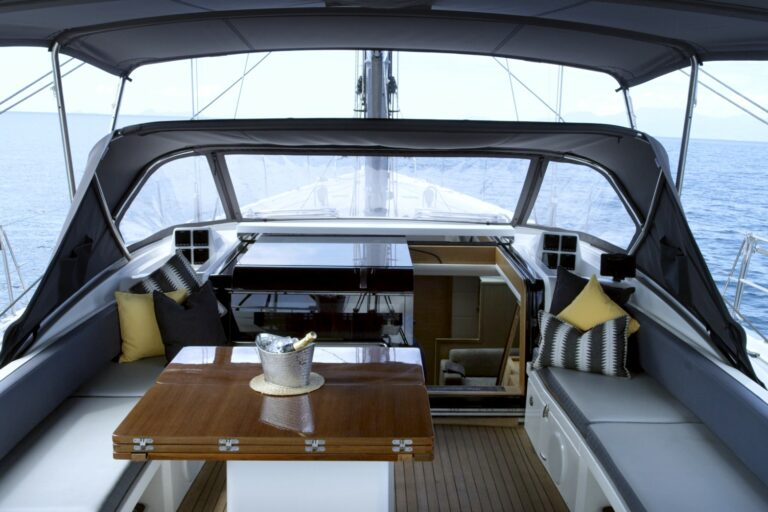 Champagne Hippy Luxury Sailing Yacht - Cockpit