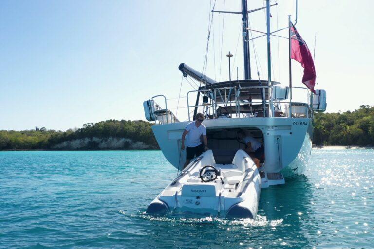 Champagne Hippy Luxury Sailing Yacht - Garage