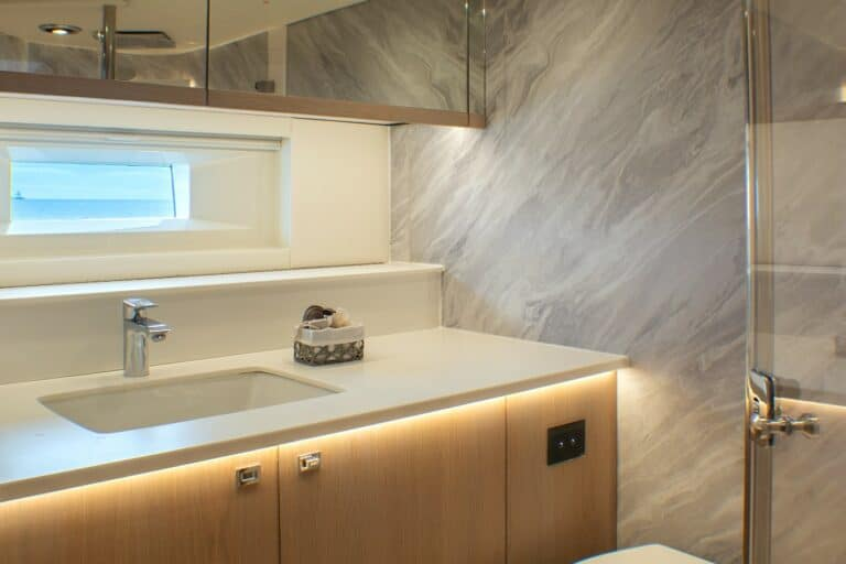 Champagne Hippy Luxury Sailing Yacht - En Suite Bathroom