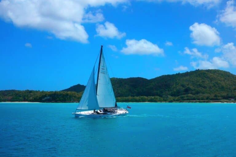 Champagne Hippy Luxury Sailing Yacht - Sailing