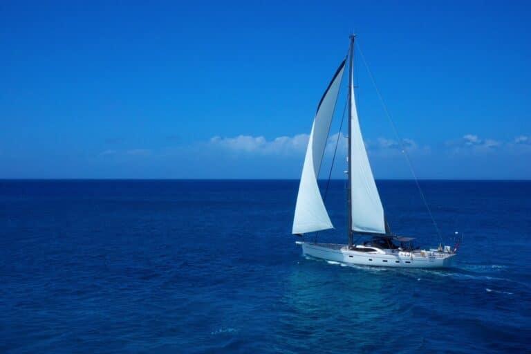 Champagne Hippy Luxury Sailing Yacht - Sailing 2