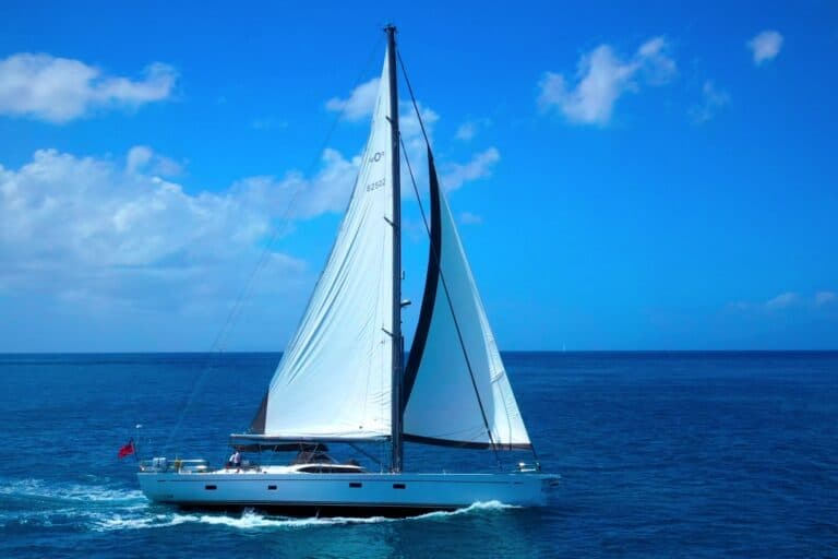 Champagne Hippy Luxury Sailing Yacht - Sailing 3