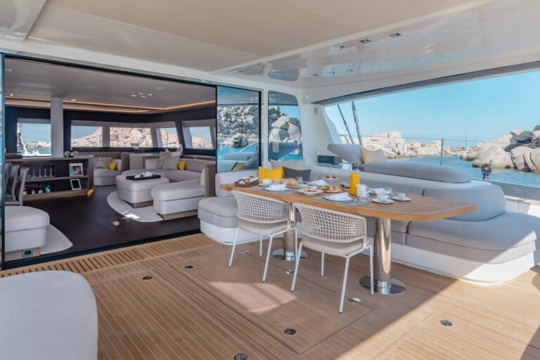 Luxury Catamaran Early bird - Al Fresco Dining