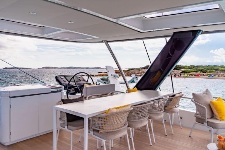 Luxury Catamaran Early bird - Cockpit