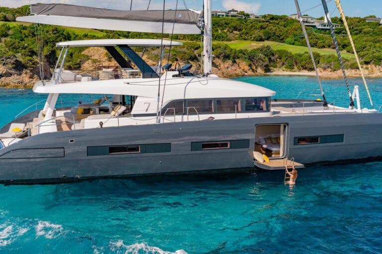 Luxury Catamaran Early bird - At anchor