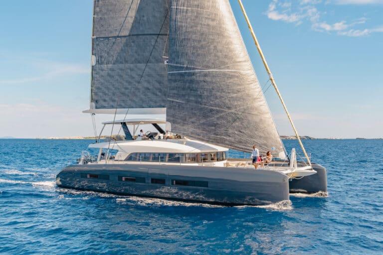 Luxury Catamaran Early bird - Sailing
