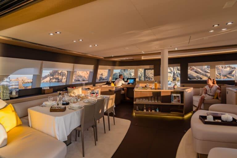 Luxury Catamaran Early bird - Saloon