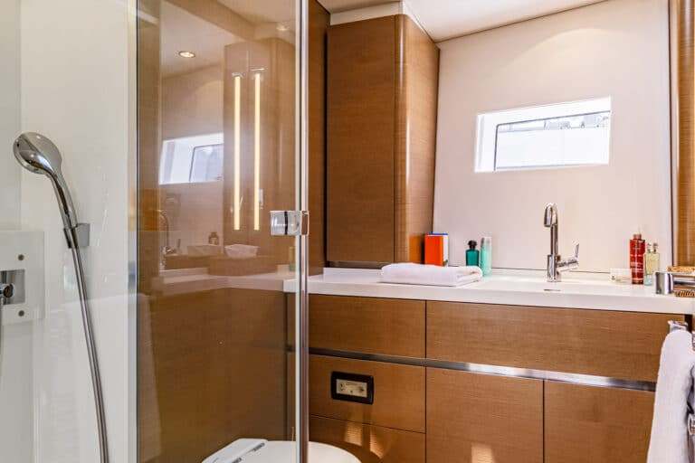 Spark - Luxury Sailing yacht - En Suite Bathroom