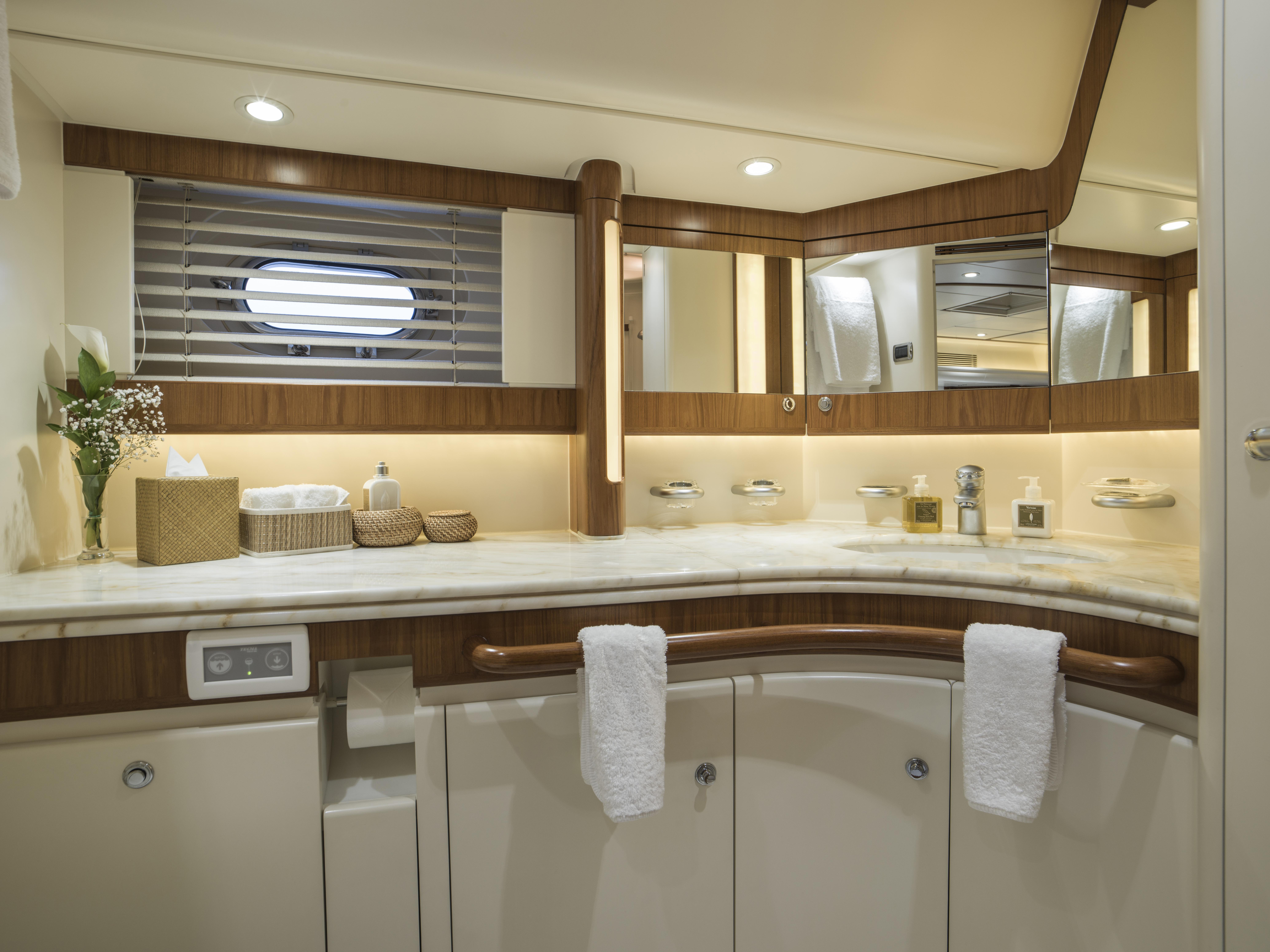 Vivid Jongert Sailing Yacht - En suite bathroom